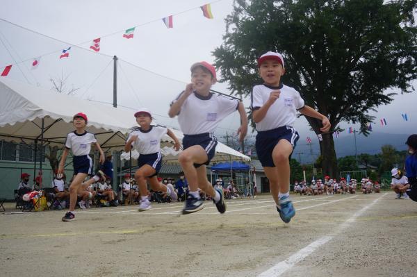中学年徒競走