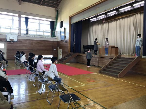 卒業式の練習が始まっています。